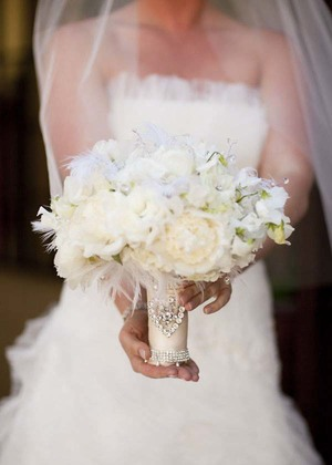 elegant-white-bridal-bouquet