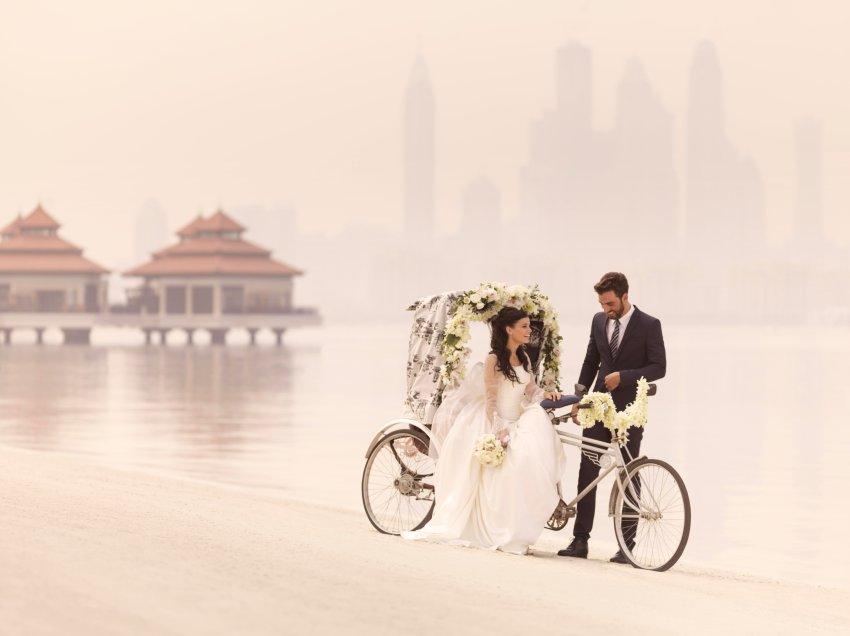 Couple_on_beach_rickshaw