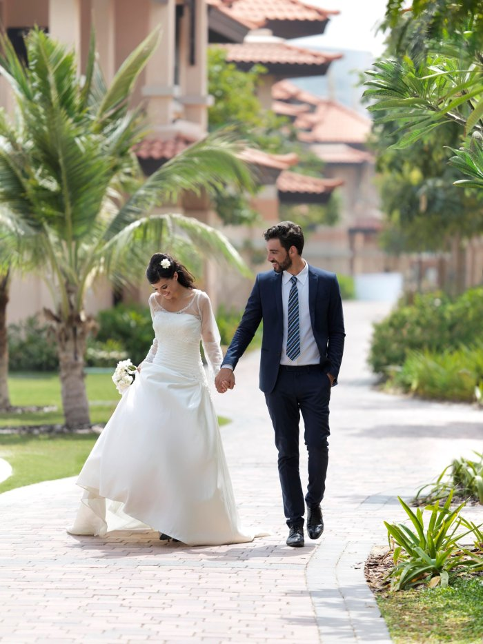 Wedding_couple_on_walkway